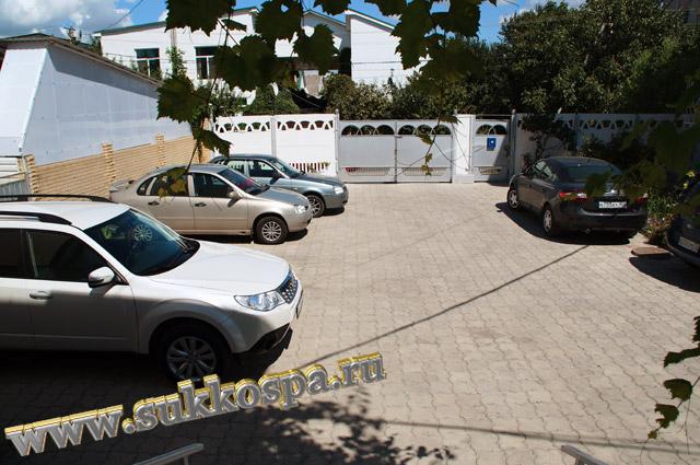 """Витязево гостевой дом """"Лидия"""" автомобильная парковка"""